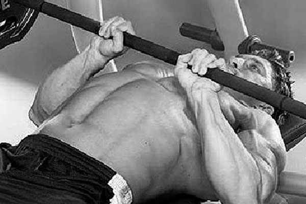 tr-tricep-close-grip-bench-press